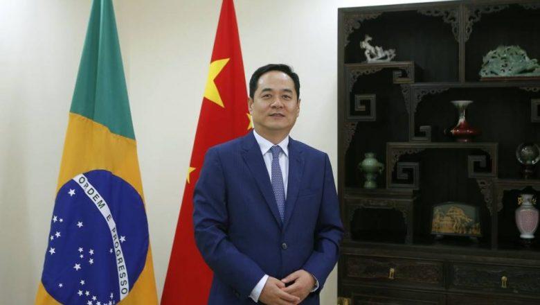 Brasil é líder entre 50 países que recebem vacinas e insumos da China, afirma embaixador do país