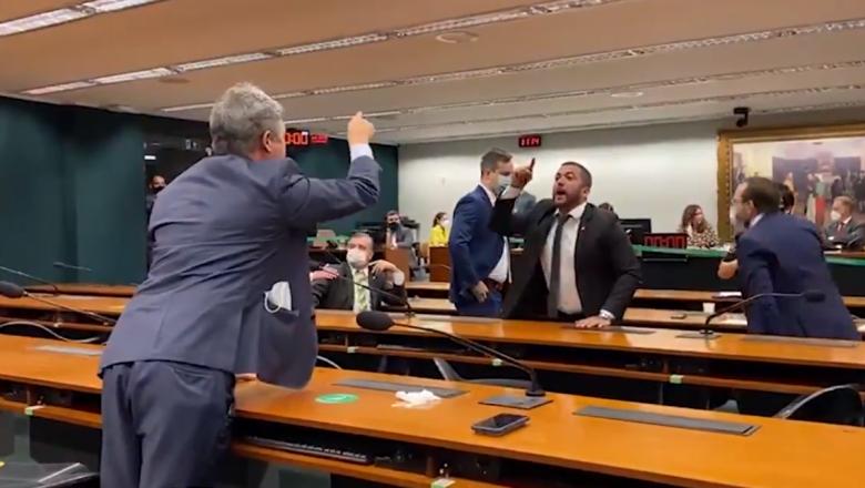 Deputado petista insulta Bolsonaro e sessão termina em briga: 'Se ele é geno*, você é vagabundo'