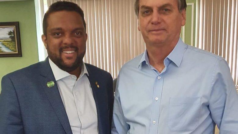 Deputado se revolta com 'ameaça velada' de ministro do STF ao presidente Jair Bolsonaro e faz apelo