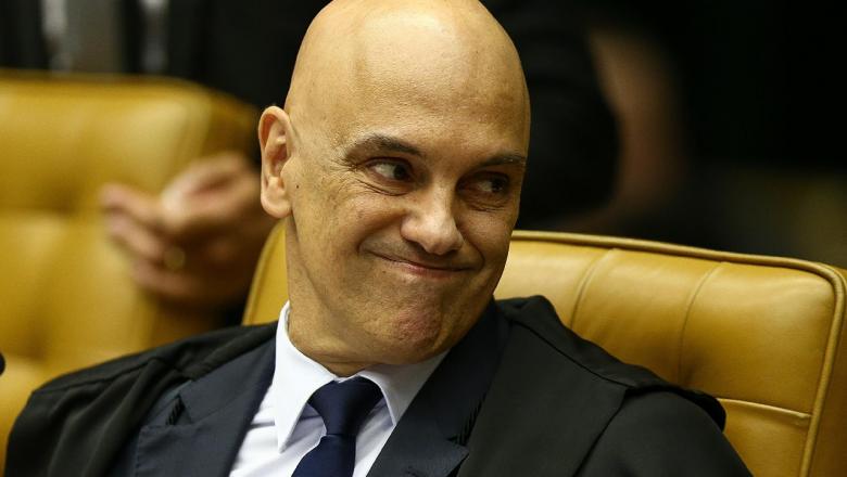 Deputados, jornalistas, senador e juristas se unem pelo impeachment de Moraes, do STF, após petição