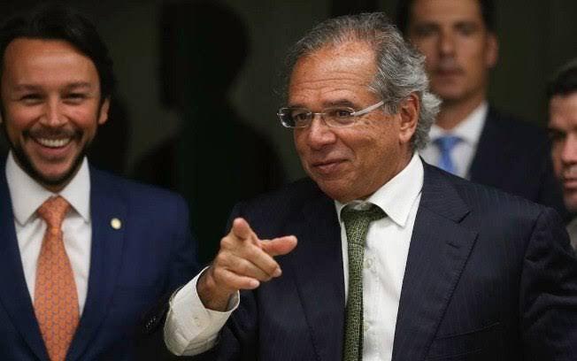 Guedes defende a venda de estatais para aumentar o valor do Auxílio Emergencial
