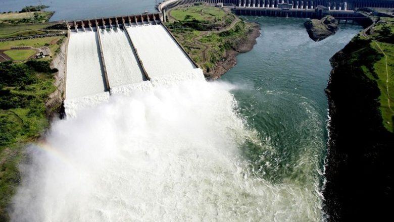 Ministro lista feitos do futuro presidente da Petrobras à frente da hidrelétrica de Itaipu