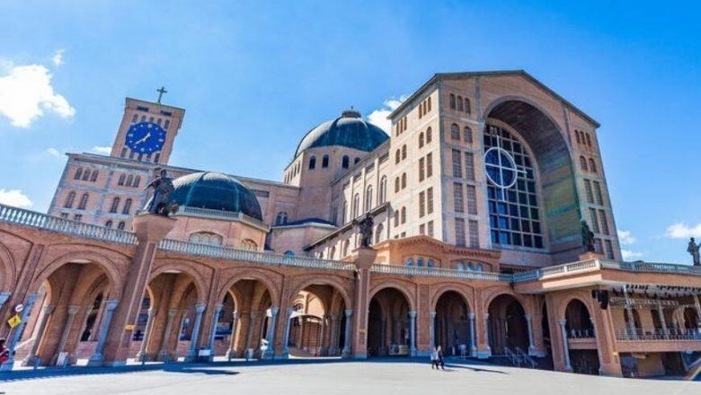 Basílica de Aparecida abre missas aos fiéis, mas movimento é baixo