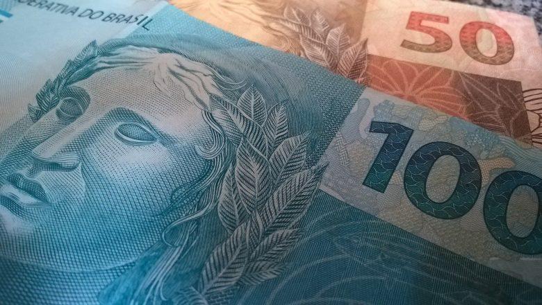 Brasileiros sacam R$ 3,5 bilhões da poupança em março