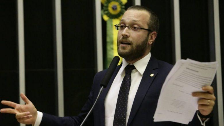 Deputados acionam AGU contra Luís Roberto Barroso