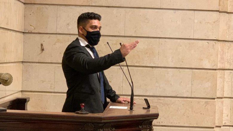 """Gabriel Monteiro afirma estar sendo perseguido e diz: """"Querem me prender por eu trabalhar"""""""