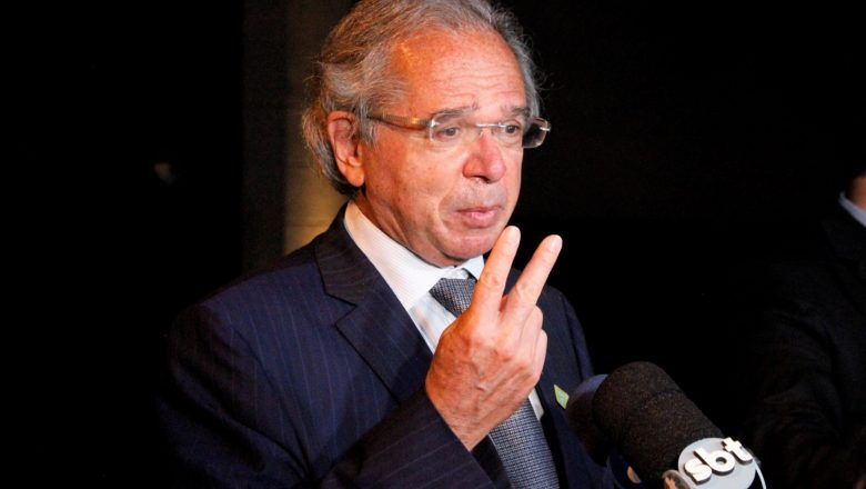 Governo ampliará verba de R$ 20 bi para vacinas, assegura Guedes