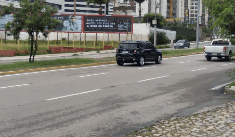 Grupo de médicos lança movimento contra aborto e começa com outdoors em Fortaleza