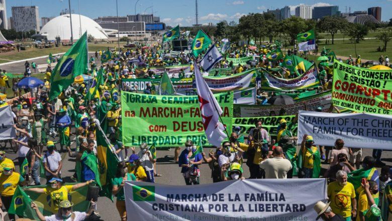 Religiosos protestam na Esplanada contra decisão do STF sobre cultos