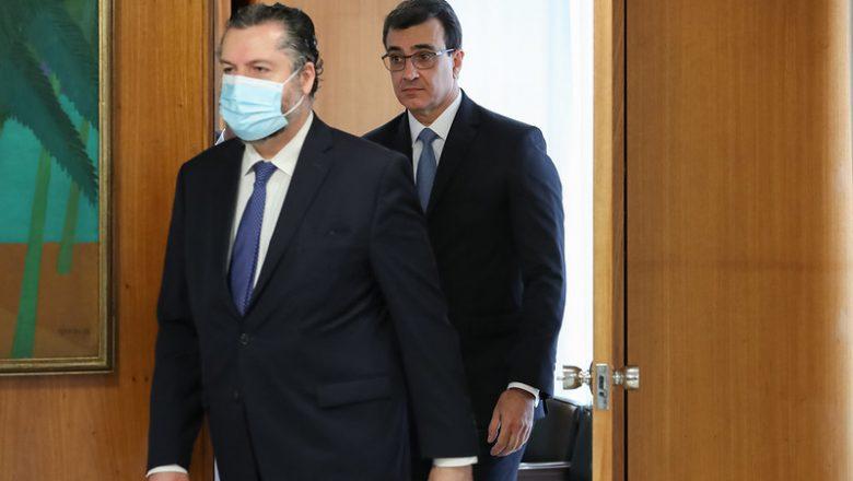 Substituto de Ernesto Araújo enumera três 'urgências' que serão enfrentadas na sua gestão