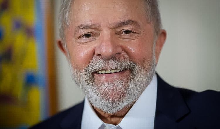 Lula ensaia elogio aos evangélicos e PT monta vídeo com música gospel