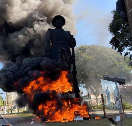 Fogo em estátua do Borba Gato em SP acirra disputa política – Terra