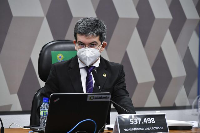 Randolfe Rodrigues apresenta queixa-crime contra Bolsonaro por difamação