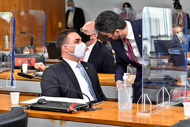 CPI da Covid aponta suposta ligação da Precisa com senador Flávio Bolsonaro